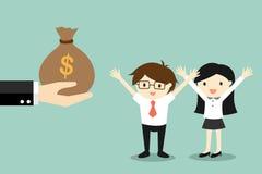 Il concetto di affari, mano offre i soldi all'uomo d'affari ed alla donna di affari Fotografie Stock Libere da Diritti