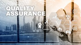 Il concetto di assicurazione di qualità e di impatto sui commerci Controllo di qualità Assista la garanzia Media misti illustrazione di stock