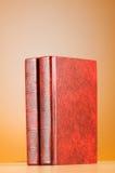 Il concetto di istruzione con i libri rossi della copertura Fotografie Stock Libere da Diritti