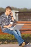 Il concetto di lavoro a distanza all'aperto Immagini Stock