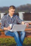 Il concetto di lavoro a distanza all'aperto Fotografia Stock Libera da Diritti