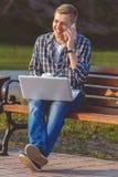 Il concetto di lavoro a distanza all'aperto Fotografie Stock Libere da Diritti
