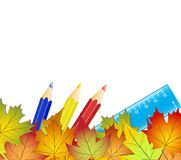 Il concetto di nuovo alla scuola, foglie di autunno variopinte, colore disegna a matita illustrazione di stock