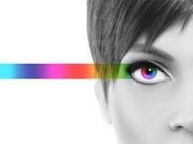 Il concetto di Oculistic, mezza donna del ritratto in bianco e nero, osserva il passo fotografie stock libere da diritti