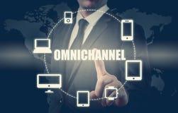 Il concetto di Omnichannel fra i dispositivi per migliorare la prestazione della società Soluzioni innovarici nell'affare immagini stock