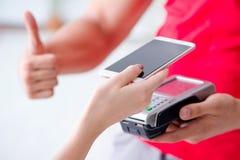 Il concetto di pagamento con il terminale di posizione Immagini Stock