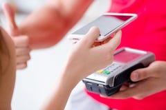 Il concetto di pagamento con il terminale di posizione Immagine Stock