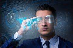 Il concetto futuristico di visione con l'uomo d'affari fotografie stock libere da diritti
