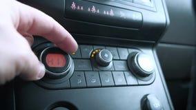 Il condizionamento d'aria dell'automobile che regola la temperatura, climatronic, il controllo di clima, condizionamento d'aria a video d archivio