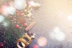 Il confine del fondo di Natale dei rami e del Natale dell'abete gioca la a Fotografia Stock Libera da Diritti