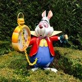 Il coniglio bianco dal racconto del ` s di Lewis Carroll Fotografia Stock