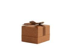 Il contenitore di regalo del Brown ha isolato Immagine Stock