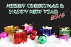 Il contenitore e l'ornamento di regalo per decorano la notte di Natale Fotografie Stock Libere da Diritti