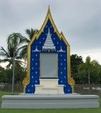 Il contesto che è configurazione nell'ambito dell'ispirazione dal tempio di buddismo Usato solitamente per la collocazione dell'i Fotografie Stock Libere da Diritti