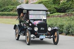 Il convertibile del modello-t di Ford dalla Gran-Bretagna arriva a rivestimento di Fotografie Stock