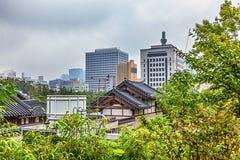 Il Coreano anziano e moderno tradizionale alloggia il paesaggio urbano Fotografia Stock