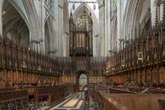 Il coro dentro York Minster, cattedrale storica costruita nello stile architettonico gotico inglese, città di York in Inghilterra fotografia stock libera da diritti