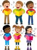 Il coro felice dell'inverno di canto del bambino dei bambini prenota isolato Immagini Stock