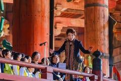 Il coro raggruppa alla Daibutsu-tana del tempio di Todai-ji a Nara Immagine Stock Libera da Diritti