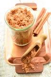 Il corpo sfrega - lo zucchero bruno con cannella Fotografia Stock Libera da Diritti