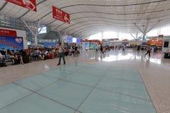 Il corridoio aspettante della stazione ferroviaria del nord di Shenzhen Fotografie Stock