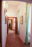 Il corridoio che collega le stanze Immagine Stock