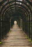 Il corridoio dall'arco di legno Fotografia Stock Libera da Diritti