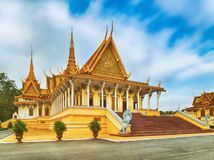 Il corridoio del trono dentro Royal Palace in Phnom Penh, Cambogia fotografie stock libere da diritti