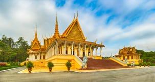 Il corridoio del trono dentro Royal Palace in Phnom Penh, Cambogia Panorama immagine stock