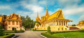 Il corridoio del trono dentro Royal Palace in Phnom Penh, Cambogia Panorama immagine stock libera da diritti