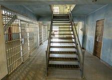 Il corridoio della prigione conduce al secondo piano Fotografie Stock