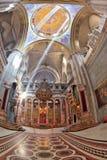 Il corridoio di marmo nel sepolcro santo ha acceso il sole luminoso Fotografie Stock Libere da Diritti