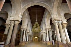 Il corridoio di preghiera di grande moschea Immagine Stock