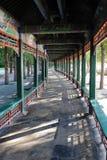 Il corridoio lungo al palazzo di estate Pechino Fotografie Stock