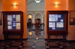 Il corridoio in Matenadaran, Armenia, con le vecchi mappe e manoscritti Immagini Stock
