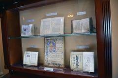 Il corridoio in museo Matenadaran, Armenia, con il caso dove Fotografia Stock Libera da Diritti