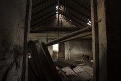 Il corridoio sporco di oscurità del fantasma Immagini Stock