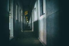Il corridoio sporco di oscurità del fantasma Fotografie Stock