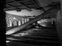 Il corridoio triste nella vecchia casa Fotografia Stock