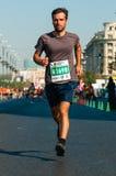 Il corridore di maratona non identificato fa concorrenza Fotografia Stock