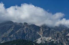 Il corso autunnale Italia, le belle montagne della dolomia si avvicina al ` Ampezzo, le dolomia, le alpi, Veneto della cortina D Immagini Stock