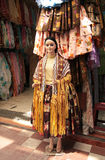 Il costume del boliviano delle donne tradizionali di Cholita in un negozio Fotografia Stock Libera da Diritti