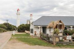 Il cottage storico dei custodi di faro del punto di spaccatura all'entrata di Aireys ora funziona come caffè della casa da tè dei Fotografia Stock
