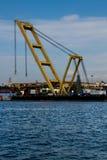 Il craine alto del porto marittimo con il mare immagini stock