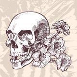 Il cranio ed i fiori passano lo schizzo del disegno sul fondo della carta di lerciume Fotografia Stock Libera da Diritti
