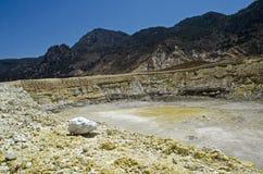 Il cratere del vulcano Nysiros, Grecia Immagini Stock