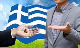 Il creditore dà la droga finanziaria, crisi finanziaria in Grecia fotografie stock