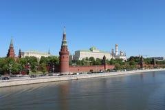 Il Cremlino al fiume di Moskva a Mosca Fotografie Stock Libere da Diritti