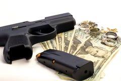 Il crimine delle pallottole della rivoltella radrizza i gioielli di crimine dei soldi della pistola Immagini Stock