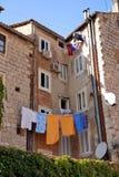 Il Croatia - case spaccate sulla città Immagini Stock
